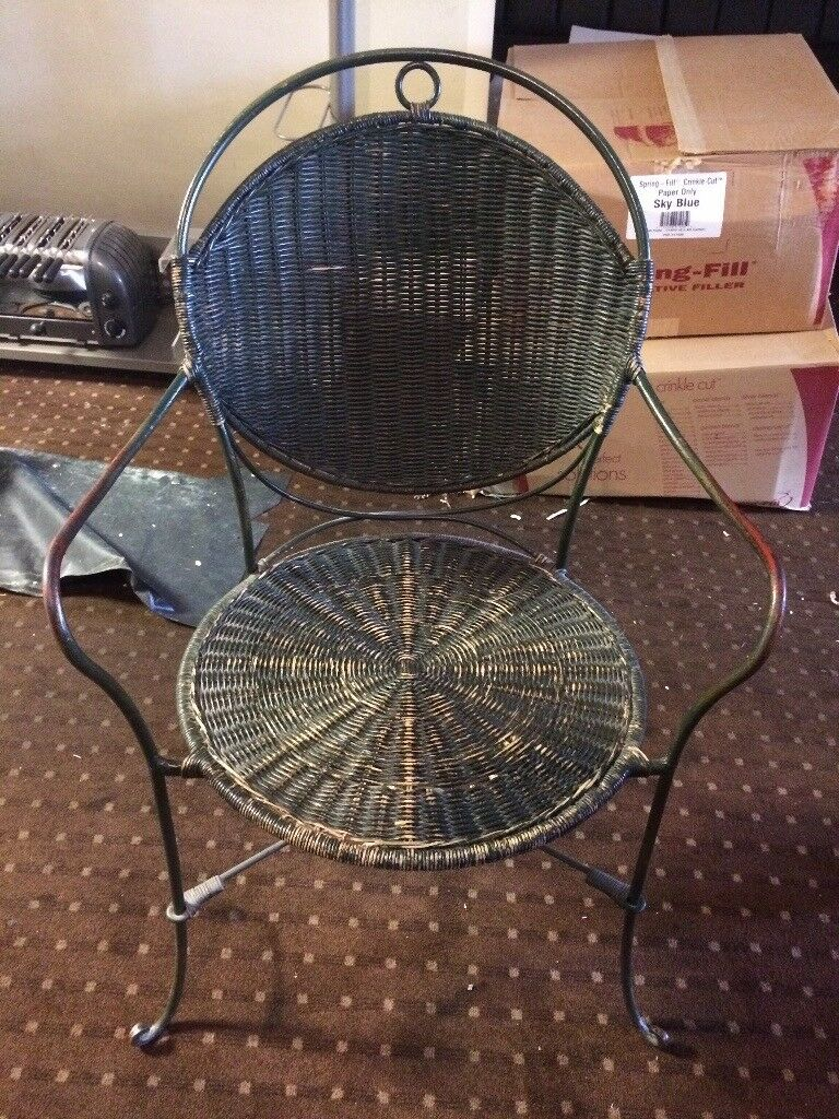Wicker chair with metal frame
