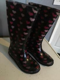 Kids size 12 black with pink hearts wellies/wellingtons