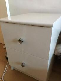 Bedside table in white gloss with chrome handles