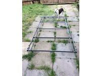 Galvanised roof rack with roller