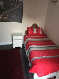 large Superb Single room in Stockwood available Now