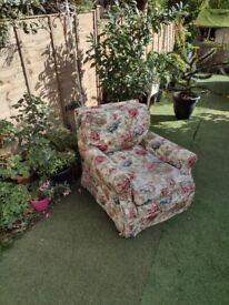 Cottage/farmhouse -vintage armchair