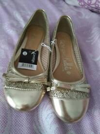 Ladies/girls shoes