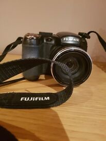 FujiFilm Finepix s2950 digital camera 14 mega pixel