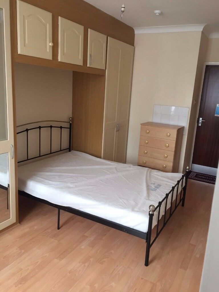 ***GREAT LOCATION*** Double/En Suite Room Available To Rent