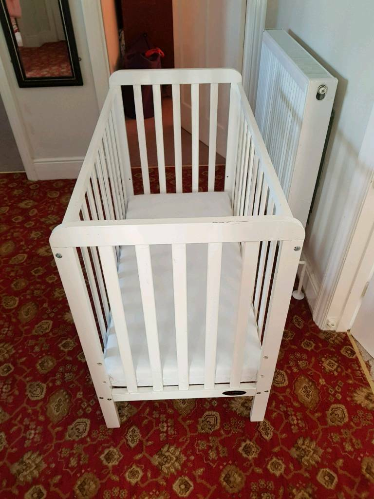 White Wooden Cot - ONO