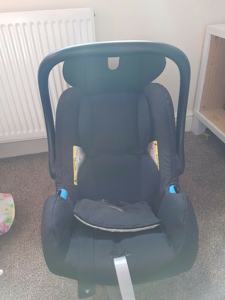 Britax Infant Car Seat With Isofix Base And Newborn Insert Hood Excellent Condition