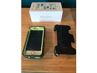 EXCELLENT Condition iPhone 5s (Gold) (Unlocked) + Otterbox Defender Case + Car Attatchment