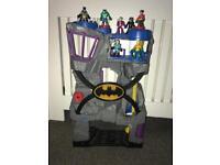 Batman bat cave with 7 figures