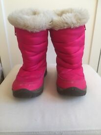 Girls size 11 pink Snowboots