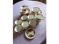 Royal Albert 'Old Country Roses' China 32 pieces