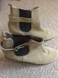 Size 6 Dune boots