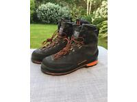 Salomon Super Mountain 4 Season Mountain / Hiking Boot