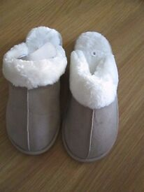 BEIGE FUR LINED SLIPPERS SIZE 8 NEW