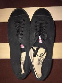 Black Sand Shoes Size 5/6