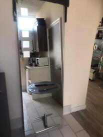 2X hairdressing mirrors