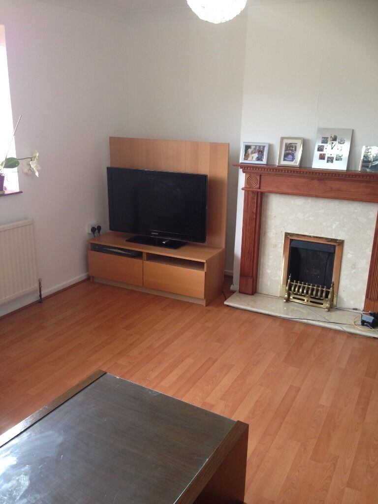 3 BEDROOM FLAT TO RENT IN NEWBURY PARK. 5 MINS WALK TO NEWBURY PARK STATION. WITH PARKING SPACES