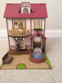 Sylvanian families fountain house with family