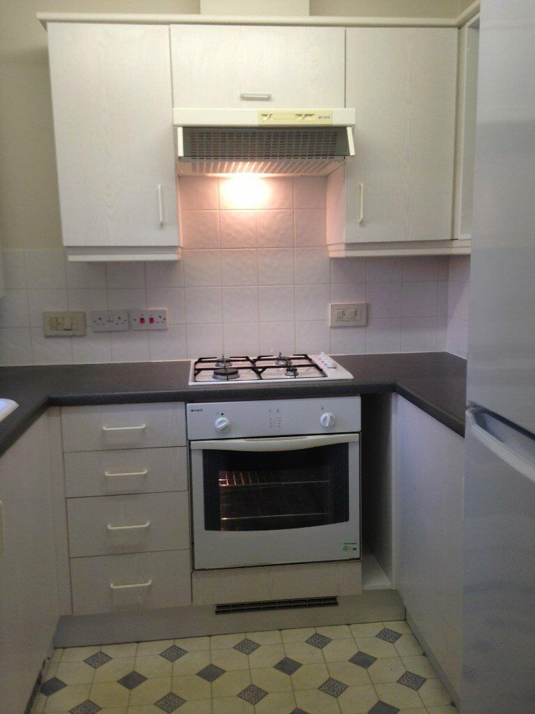 Newly Refurbished Large One Bedroom Apartment next to Therapia Lane Tram Stop