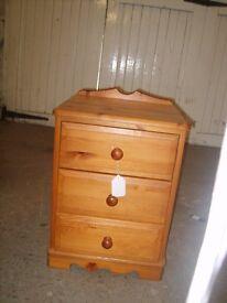 Pine Bedside Cabinet 52/6/16