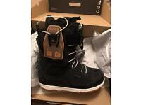 Brand New Deeluxe ID 6.2 PF boots UK8