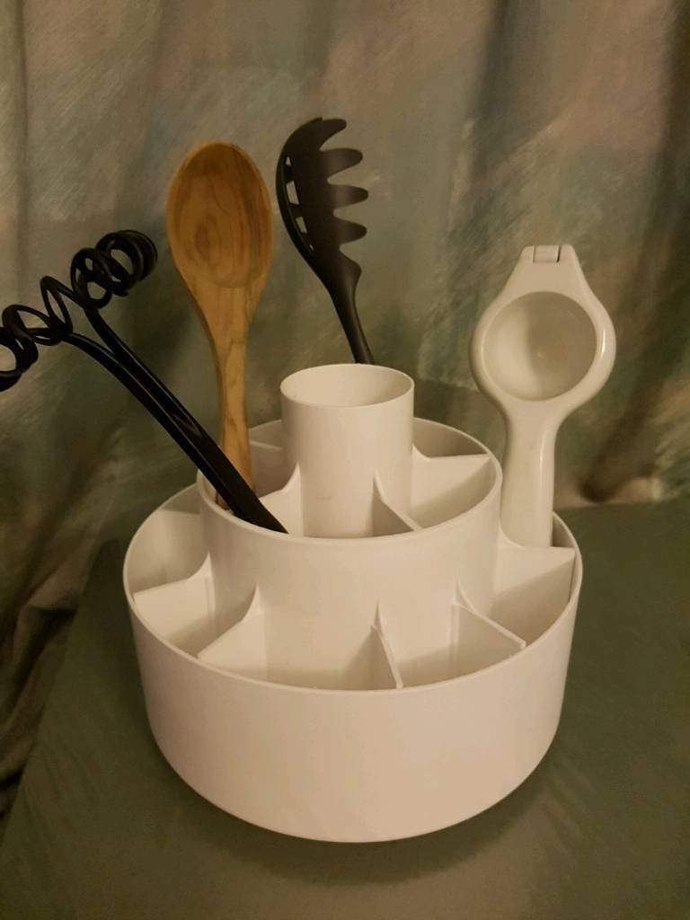 Pampered Chef White Tool Turnabout Revolving Kitchen