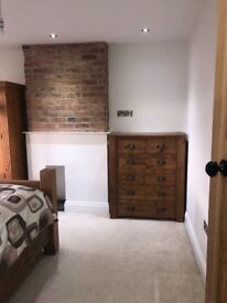 luxury double room to rent in spacious house.