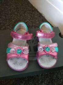Toddler Girls start-rite leather sandles size 5
