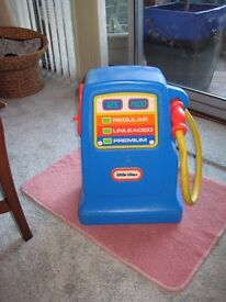 Tiny tikes Petrol Pump