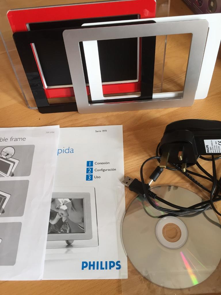 Philips digital photo frame with interchangeable frames, charger ...