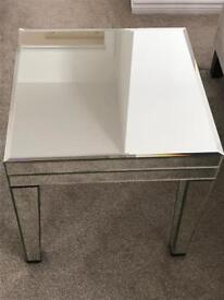 2 mirrored side tables