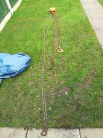 Chain pulley 1-1/2 tonne plus lots a nd of hand chains will split.