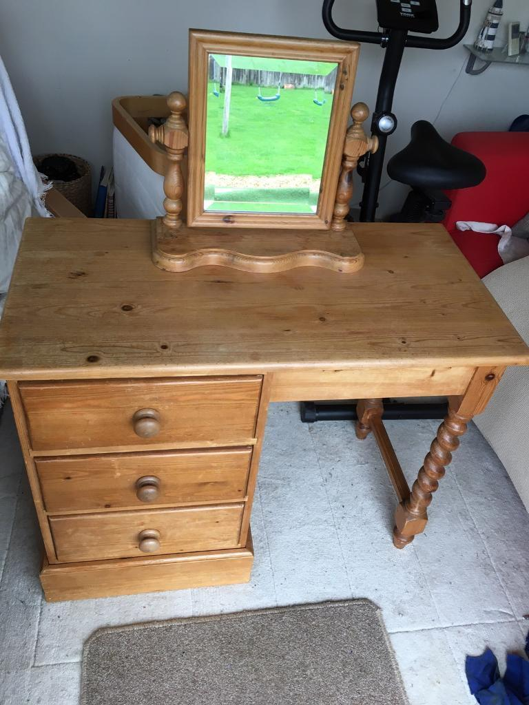 Pine dressing table .