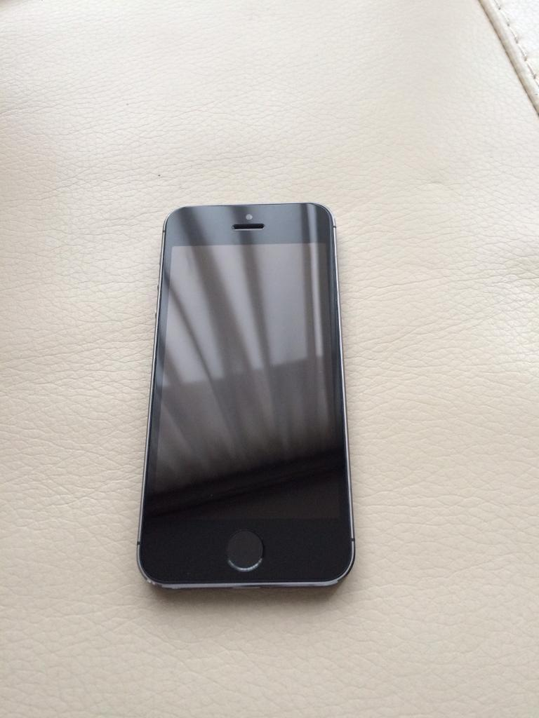 iPhone 5s 32gb unlocked to all network. Excellent conditionin Tower Hamlets, LondonGumtree - iPhone 5s 32gb unlocked to all network. Excellent condition. All functions work perfectly. No offer please £190