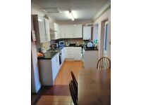 Spacious smart 4 bed student house i 3 double one single bed 20 minute walk from University