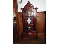 Lovely Mahogony Display Cabinet with 3 shelves and 2 draws.