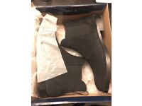 Ralph Lauren Dillian Suede Boot. Black. Size 7.