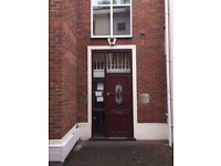 Lovely single room available now! CHEAP PRICE!