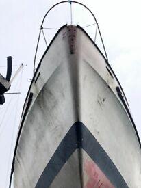 Yacht Hull Fibreglass only, Salar 40. Motor Sailer with Mast