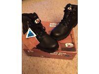 V1215 Hiker Boots