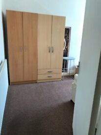 A spacious double room to let in upton park available now!