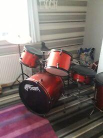 Drum set £100