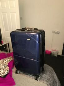 as in brand new 1 hard plastic light weight hand suitcase 1 travel hand suitcase both has 4 wheels