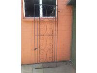 Iron garden gate, good condition just needs a good paint!