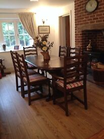 Extending Oak Coloured Dining Table and 6 Chairs With Newly Reupholstered Seats/Excellent Condition