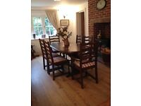 Extending Dining Table and 6 Chairs With Newly Reupholstered Seats/Excellent Condition