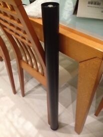 Adjustable worktop leg