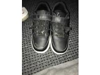 Kids shoes with wheels (used uk size 3)