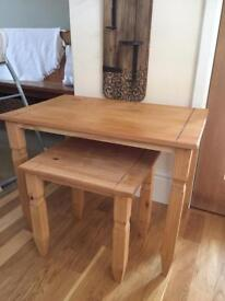 Nest of 2 pine tables