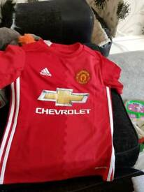 Boys Manchester United top